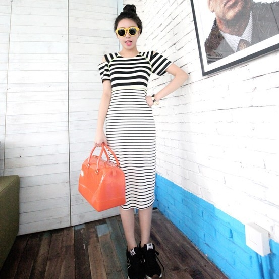 [Preorder] เดรสยาวแฟชั่นแขนสั้นเปิดไหล่ลายขวาง สีดำ European and American style stripes Variety strapless jumpsuit dress