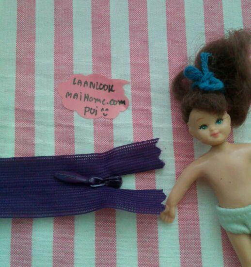 ซิปซ่อนสำหรับชุดตุ๊กตาโทนม่วงค่ะ