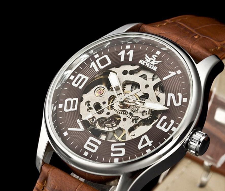 นาฬิกาข้อมือกลไกไขลาน