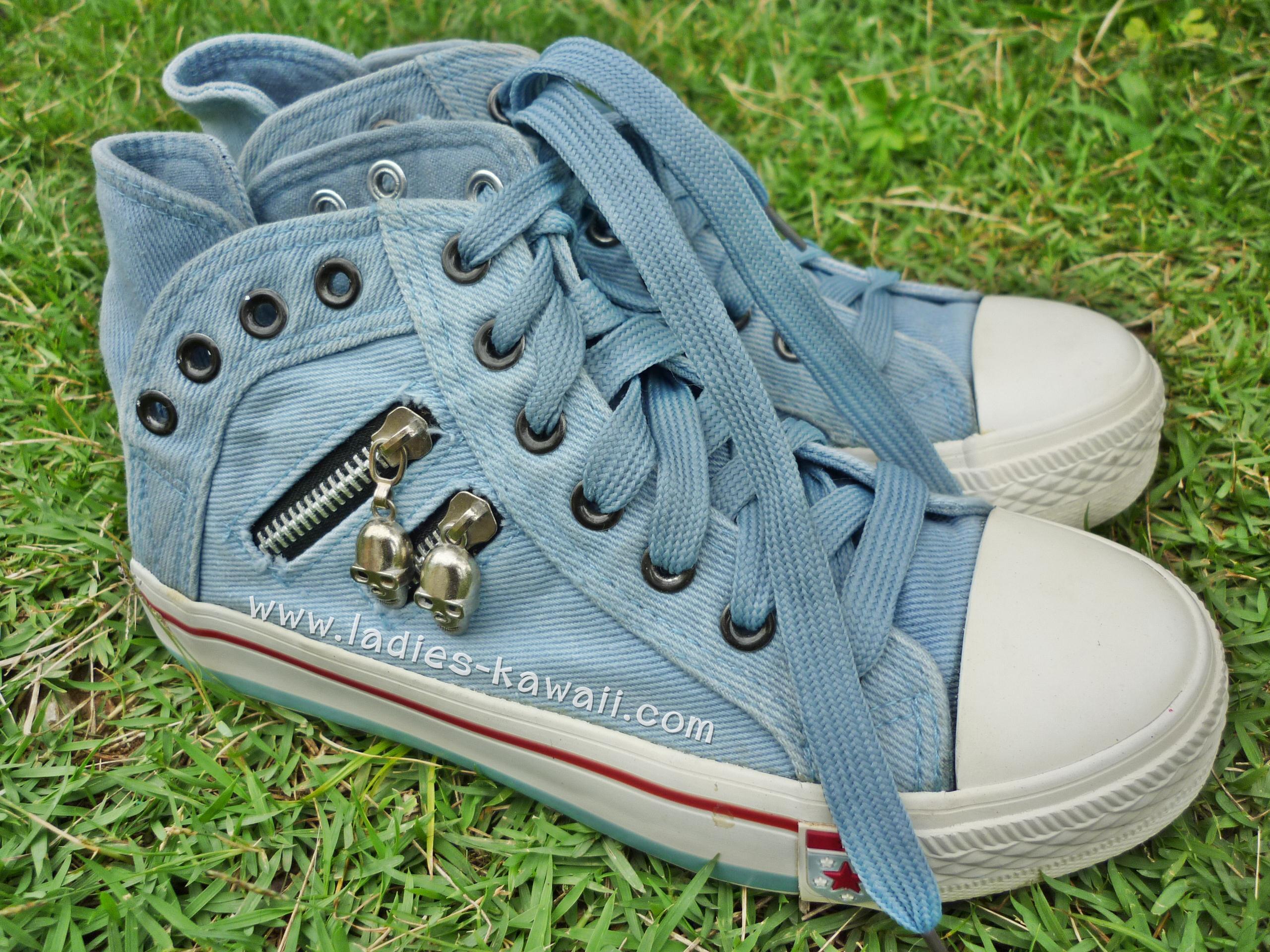 รองเท้าผ้าใบยีนส์สีฟ้า Chic Chic (Size 36) 200 บาท