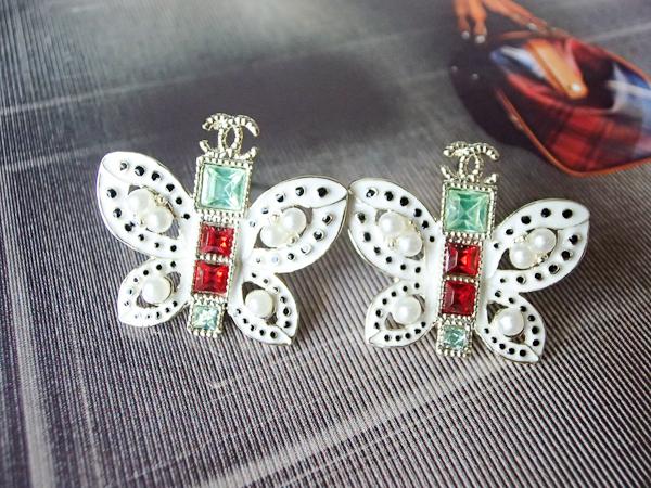 ต่างหู Chanel ผีเสื้อขาวพลอยแดงเขียว