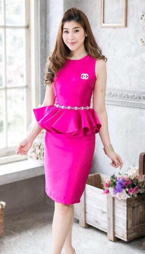 (Size S,M) Set เสื้อ + กระโปรงผ้าไหม ชุดไปงานแต่งงาน ชุดออกงานผ้าไหมสีชมพูบานเย็น เสื้อแขนกุดเอวระบายติดเพชร ติดซิบด้านหลัง สามารถใส่ไปทำงานหรือออกงานก็ได้ สวย เนี๊ยบมากๆๆคะ