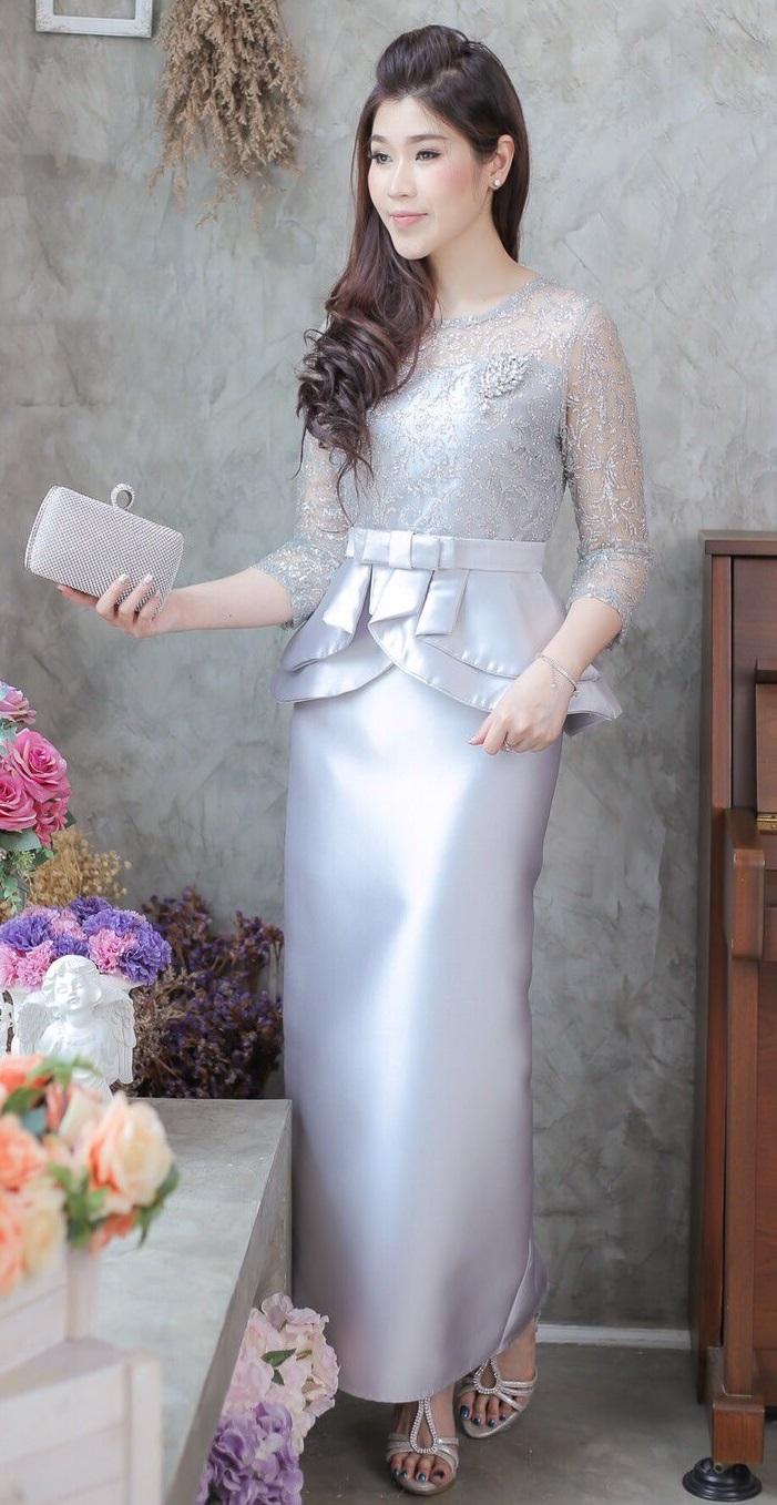(Size 2XL ) ชุดไปงานแต่งงาน ชุดไปงานแต่งสีสีเทาควันบุหรี่ Set เสื้อลูกไม้ประดับกลิตเตอร์ เอวระบายสองชั้นแขนสามส่วน เนื้อผ้าอย่างดีสั่งทำพิเศษประดับกลิตเตอร์ มาพร้อมกระโปรงผ้าไหมสีพื้นทรงสอบผ่าหลังผ้าสวยมากๆคะ