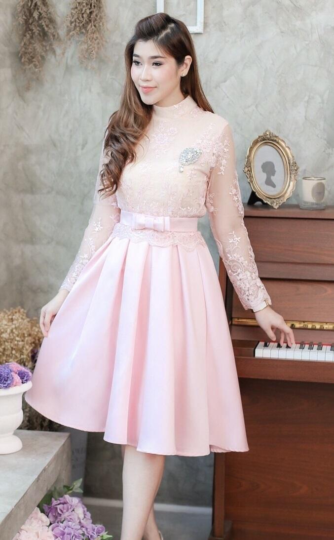 (Size L,XL )ชุดไปงานแต่งงาน ชุดไปงานแต่งสีชมพู ชุดไปงานบุญ ชุดไปงานบวช Set เสื้อลูกไม้แขนยาว มาพร้อมกับกระโปรงผ้าไหมสีพื้นเนื้อดีเกรดพรีเมี่ยม