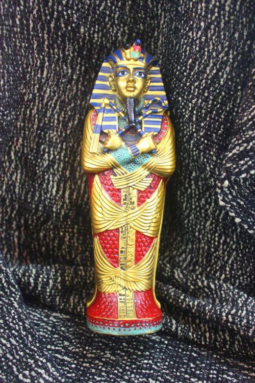 โลงพระศพจำลองของกษัตริย์ฟาโรห์