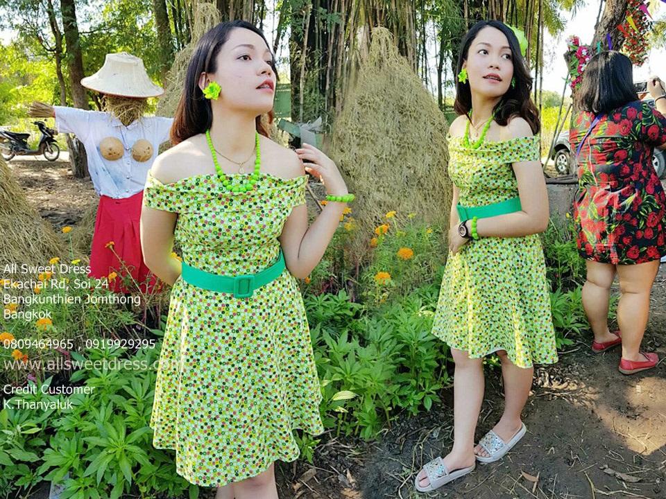 รีวิวชุดย้อนยุคลายดอกสีเขียวอ่อนสวยงาม เฮฮาในงานธีมงานวัด แบบพี่คล้าว ทองกวาว มนต์รักลูกทุ่งและแหยมยโสธรจากน้องธัญลักษณ์ที่ใช้บริการเช่าชุดย้อนยุคของ allsweetdress ฝั่งธนค่ะ