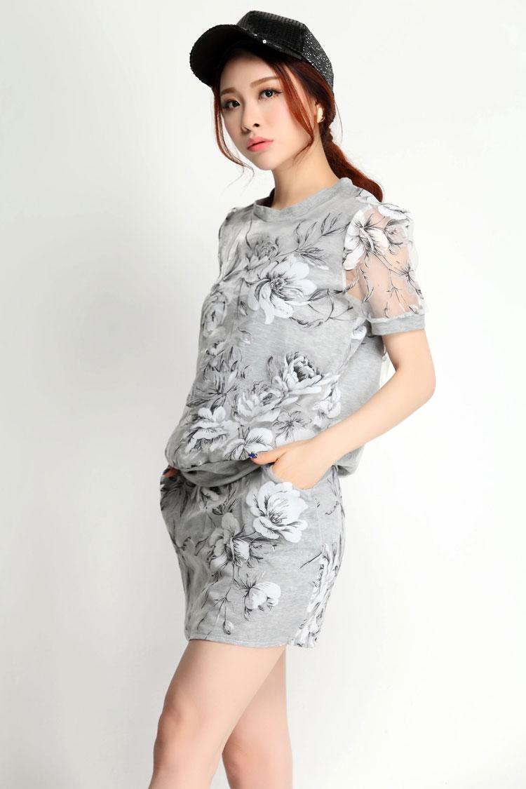 Pre Order เสื้อแฟชั่นเกาหลี มาพร้อมกระโปรงเข้าชุด ผ้าสวย เนื้อดี เบาสบาย เข้ากับลายดอกไม้สีสวย