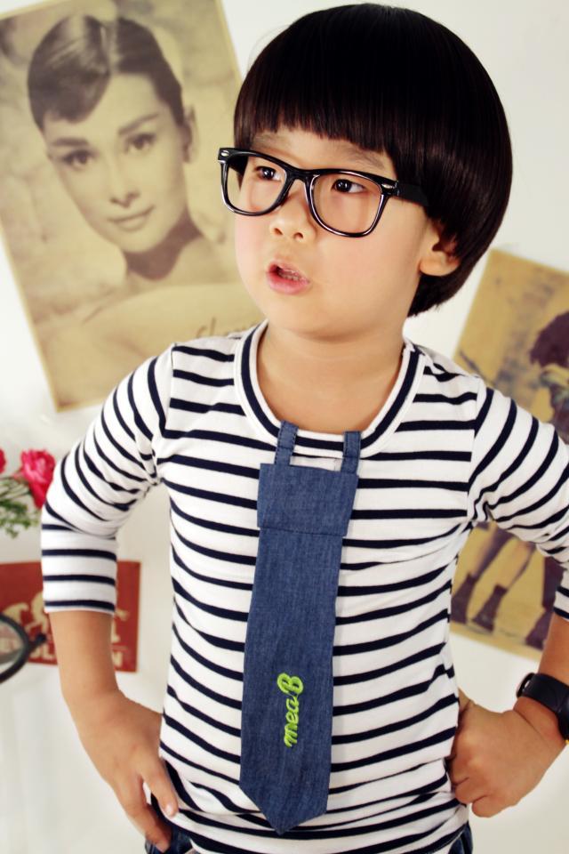 Huanzhu kids เสื้อแฟชั่นเด็กนำเข้า ลายทางสีขาว แต่งด้วยเน็คไทด์ น่ารัก แนวๆสไตล์เกาหลีจร้า