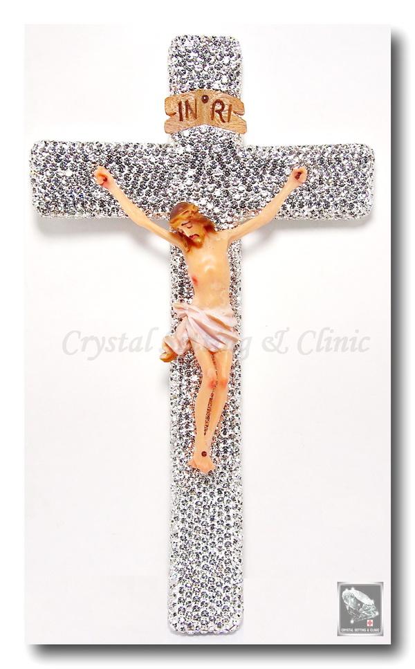 รูปปั้นพระเยซูบนไม้กางเขน ( Jesus Figurine on the crystal cross )