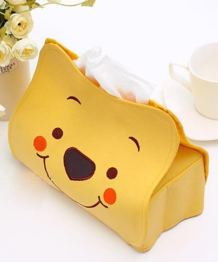 หุ้มกล่องทิชชู่สี่เหลี่ยม หมีพูห์ pooh ขนาดกว้าง 13 ซม. * ยาว 23 ซม. * สูง 18 ซม. ลายหน้าหมีพูห์ สีเหลือง