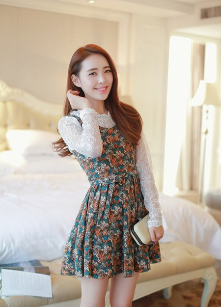 ชุดเดรส Brand Cherry wowo ได้ทั้งชุด เดรสผ้าฝ้ายลายดอกไม้ โทนสีน้ำตาล สายเดี่ยว และเสื้อแขนยาวผ้าลูกไม้สีขาวสวยมากๆ (พร้อมส่ง)
