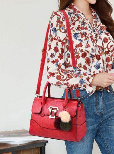 พร้อมส่ง กระเป๋าถือสตรีและสะพายข้าง แฟชั่นเกาหลี รหัส KO-1703 สีไวน์แดง 1 ใบ*แถมป๋อม 3 สี