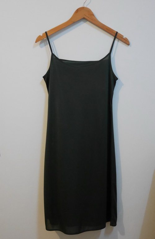 jp3893 ชุดซับใน/ชุดนอนผ้าลื่นสีเขียว สายบ่าปรับไม่ได้ รอบอก 30-33 นิ้ว