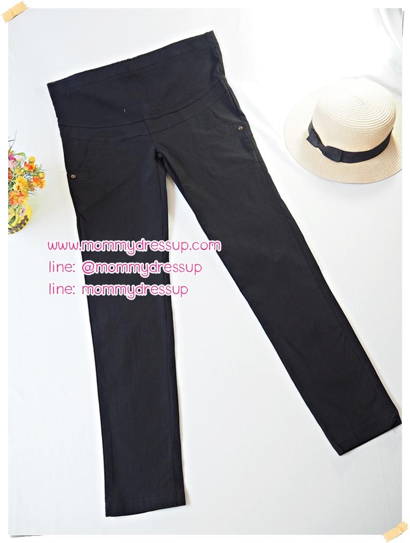 กางเกงขายาวทำงานสีดำขาเดฟ แต่งกระดุมดำขอบทองที่กระเป๋าหน้า