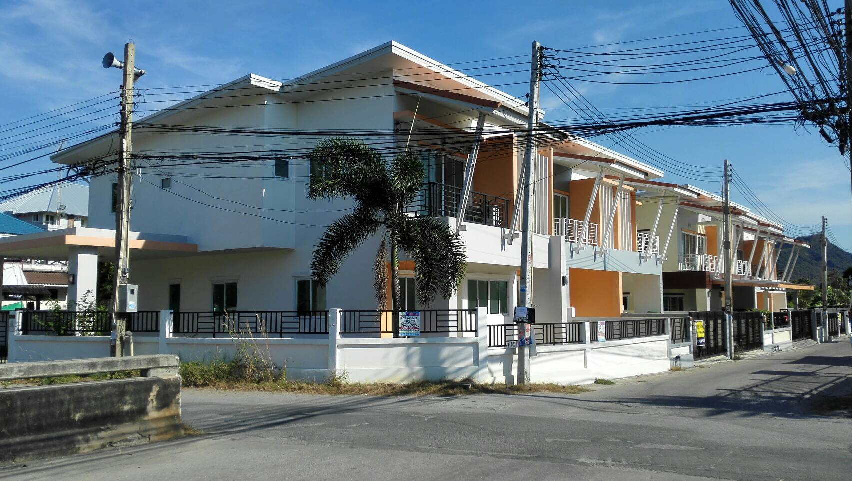 H621 บ้านเดี่ยว 66 ตร.วา ม.เซเว่นเฮ้าส์ หลังมุม บางพระ ชลบุรี อยู่ถนนเทศบาล7 ใกล้อ่างเก็บน้ำบางพระ บ้านใหม่ ไม่เคยอยู่