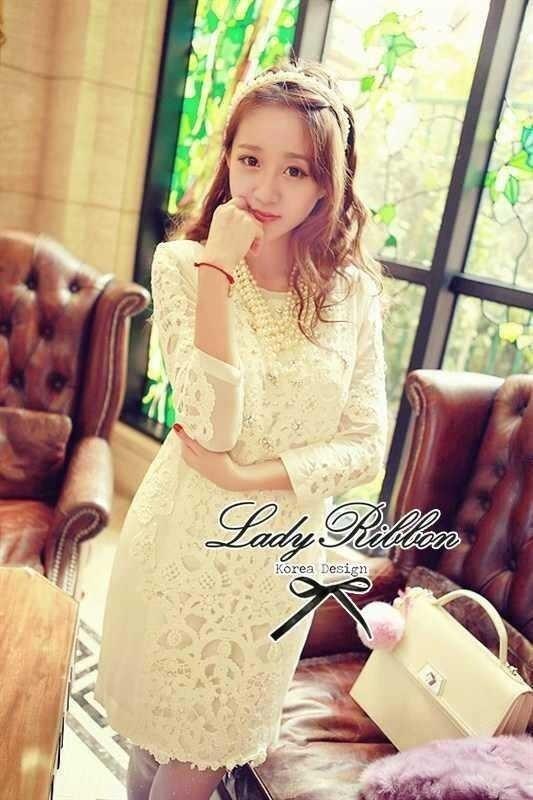 Lady Ribbon ชุดกระโปรง ผ้าลูกไม้สีขาว แต่งดอกไม้ประดับมุก